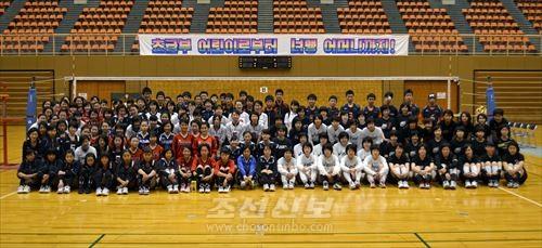 선수들과 학부모들, 관계자 등 300여명이 참가한 대회에서는 많은 열전이 벌어졌다.