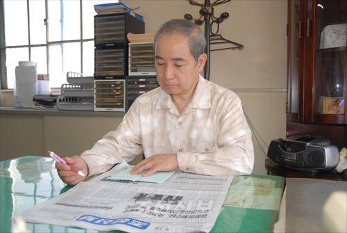 45년간의 전임활동을 마무리한 후에도 《조선신보》를 애독하는 송철효씨