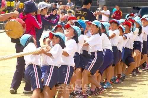 아이찌중고에서 운동회를 즐긴 학생들