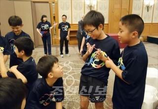 이꾸노초급 고료생, 김수행선수는 남조선 선수들과 교류를 깊였다.