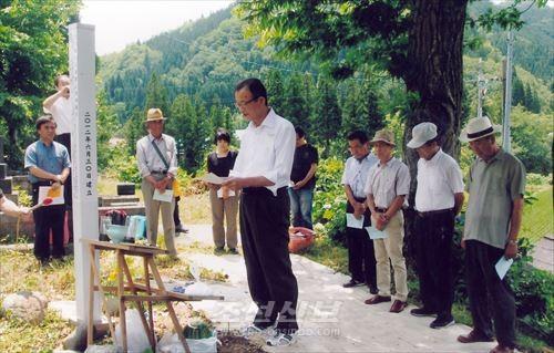 공동묘지에서 진행된 《제6차 吉乃鉱山조선인희생자추도식》