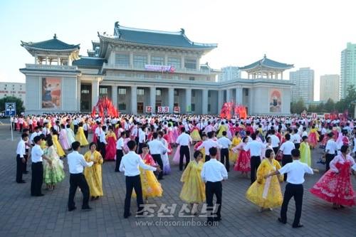 청년학생들의 무도회의 한 장면(사진 김숙미기자)