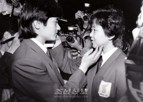 황금짝이라 불리운 리분희(오른쪽), 현정화선수