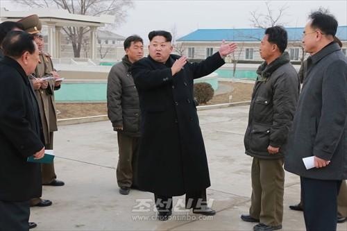 김정은원수님께서 삼천메기공장을 현지지도하시였다.(조선중앙통신)