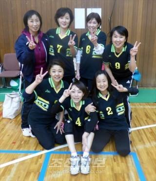 녀성동맹지부대항경기에서 우승한 쥬오고또지부팀