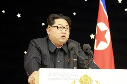 김정은원수님 참석밑에 《광명성-4》호발사 성공에 기여한 과학자, 기술자, 로동자, 일군들을 환영하는 연회가 13일에 진행되였다. (조선중앙통신)