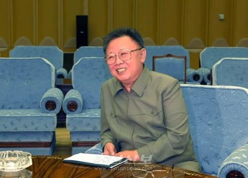 김정일장군님의 령도에 의해 강성국가건설의 든든한 토대가 마련되였다.(조선중앙통신)