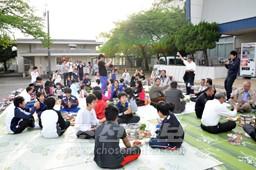 총련 니이가다현본부 주최로 불고기모임을 가져 후꾸시마초중 교직원, 학생들을 맞이하였다.