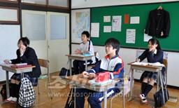 합동수업을 받는 중급부 2학년생들
