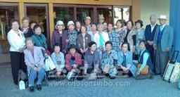 기념사진을 찍는 참가자들