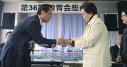 《애교색동회》가 마련한 100만엔이 전달되였다.