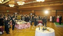 경축연회에는 400여명이 참가하였다.