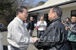 긴급대책위원회 미야기현본부 성원들을 위로하였다.(6일)