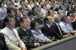 허종만책임부의장이 사이다마공연을 관람하였다.