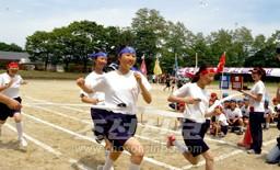 대성황리에 진행된 도호꾸조선초중급학교창립 46돐기념 《동포, 학생 대운동회》