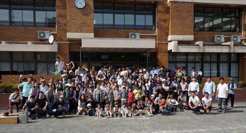남부초급창립 70돐기념 동포양유회 참가자들