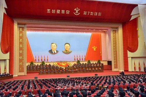 김정은원수님 참석밑에 조선로동당 제7차대회가 6일 평양에서 개막되였다.(조선중앙통신)