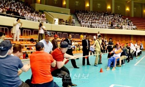 다채로운 체육유희오락경기가 진행되였다.(련합뉴스)