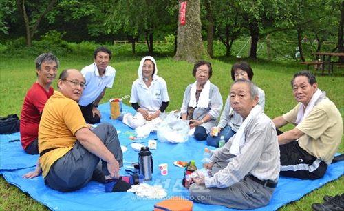 《걷자회》 산책모임 참가자들