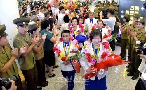리오 데 쟈네이로올림픽에 참가한 조선올림픽위원회대표단이 27일에 귀국하였다.(조선중앙통신)