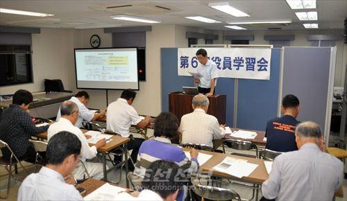 히가시요도가와지부에서는 월 1번의 역원학습회에서 동포유자격자들이 동포생활에 관한 강의를 하고있다.