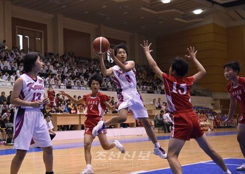 재일조선학생소년롱구방문단의 경기