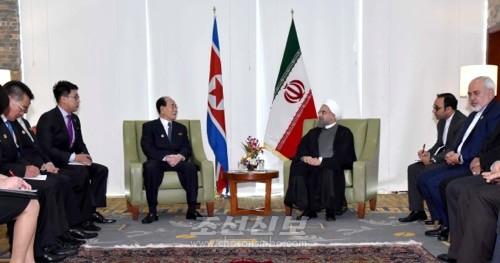 김영남위원장이 꾸바공화국 국가리사회 라울 까스뜨로 루쓰위원장, 이란이슬람공화국 하싼 루하니대통령을 각각 만나 담화를 하였다. (조선중앙통신)