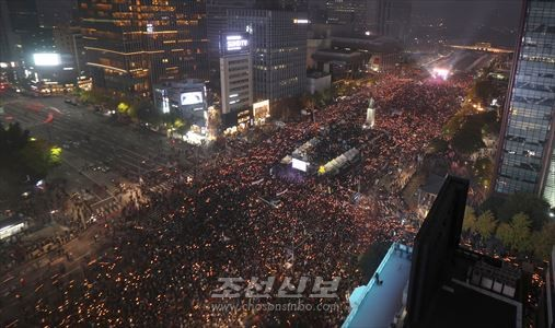 광화문광장을 20만명이상의 시민이 메웠다(련합뉴스)