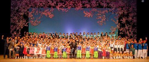 문화콘서트에는 300명이 출연하여 하나된 마음으로 무대에 섰다