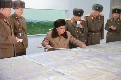 김정은원수님께서 조선인민군 제380대련합부대 지휘부를 시찰하시였다.(조선중앙통신)