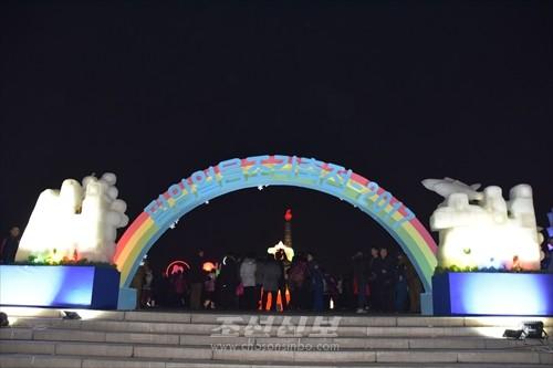 평양얼음조각축전-2017을 즐겨찾는 사람들