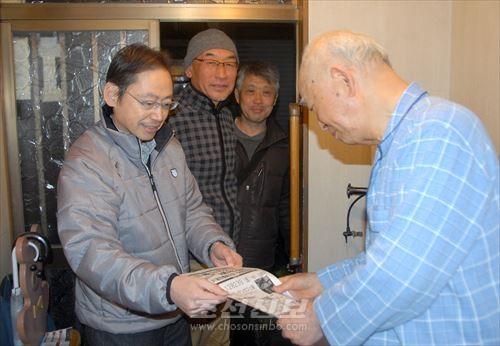 깐지게 방문사업을 볼리는 분회위원들의 일본새에 동포들의 마음이 끌리고있다