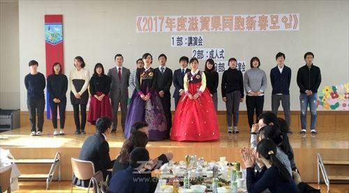 신춘모임 2부에서 참가자들이 스무살청년들을 축복하였다.