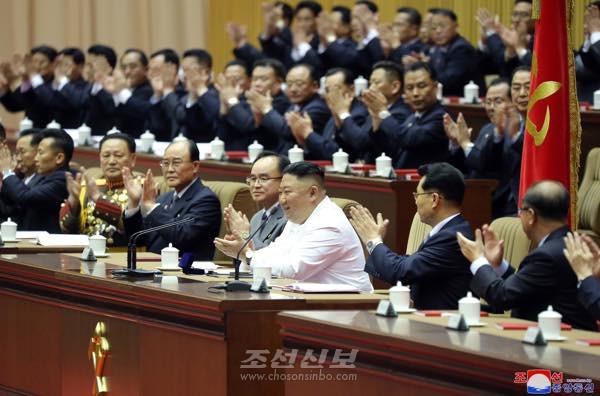 조선로동당 제6차 세포비서대회 페막/김정은원수님께서 강령적인 결론을 하시였다