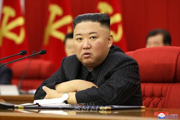 김정은 / 녀성동맹은 우리 식 사회주의의 전진발전을  추동하는 힘있는 부대가 되자