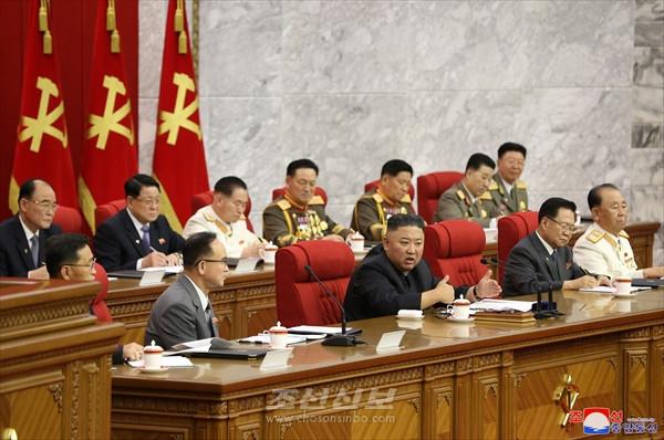 조선로동당 중앙위원회 제8기 제3차전원회의 3일회의 진행