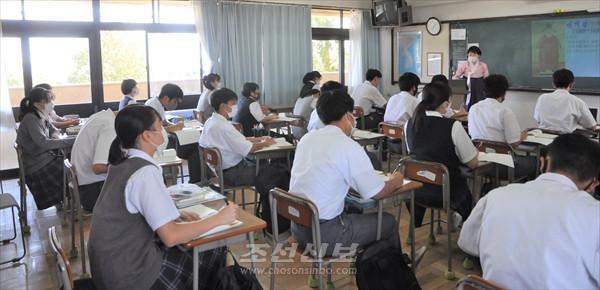 감염방지를 최우선으로/각지 학교들에서 새 학기 시작