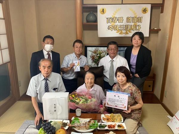 각지에서 100살동포들을 열렬히 축하/오사까, 효고, 야마구찌에서